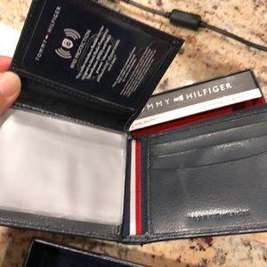 Tommy Hilfiger Accessories - 🆕🆕Tommy Hilfiger Wallet & Valet Navy